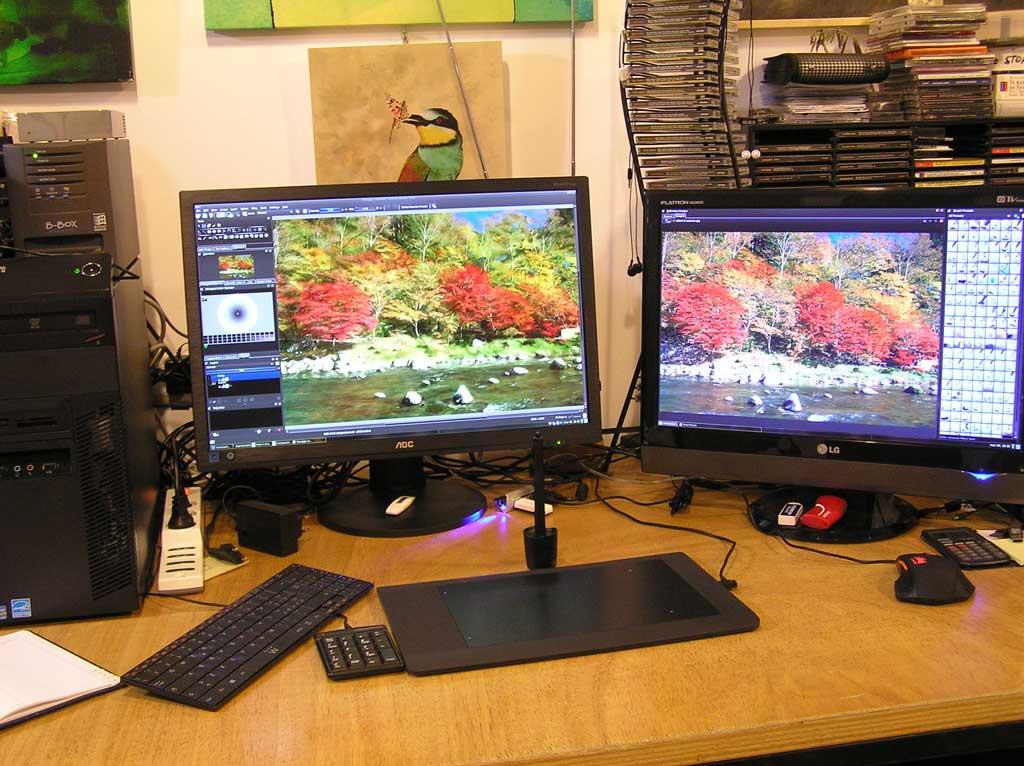 Postazione di lavoro per la pittura digitale con software Krita e tavoletta grafica su Linux.